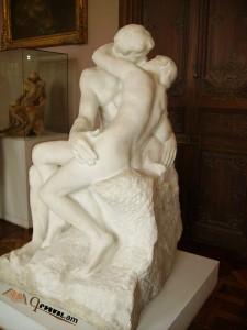 Նկարում Ռոդենի «Համբույր» քանդակն է